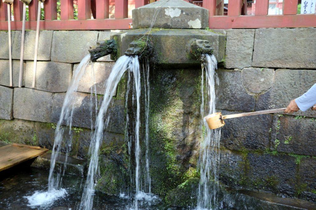 岩木山神社「龍の手水舎」