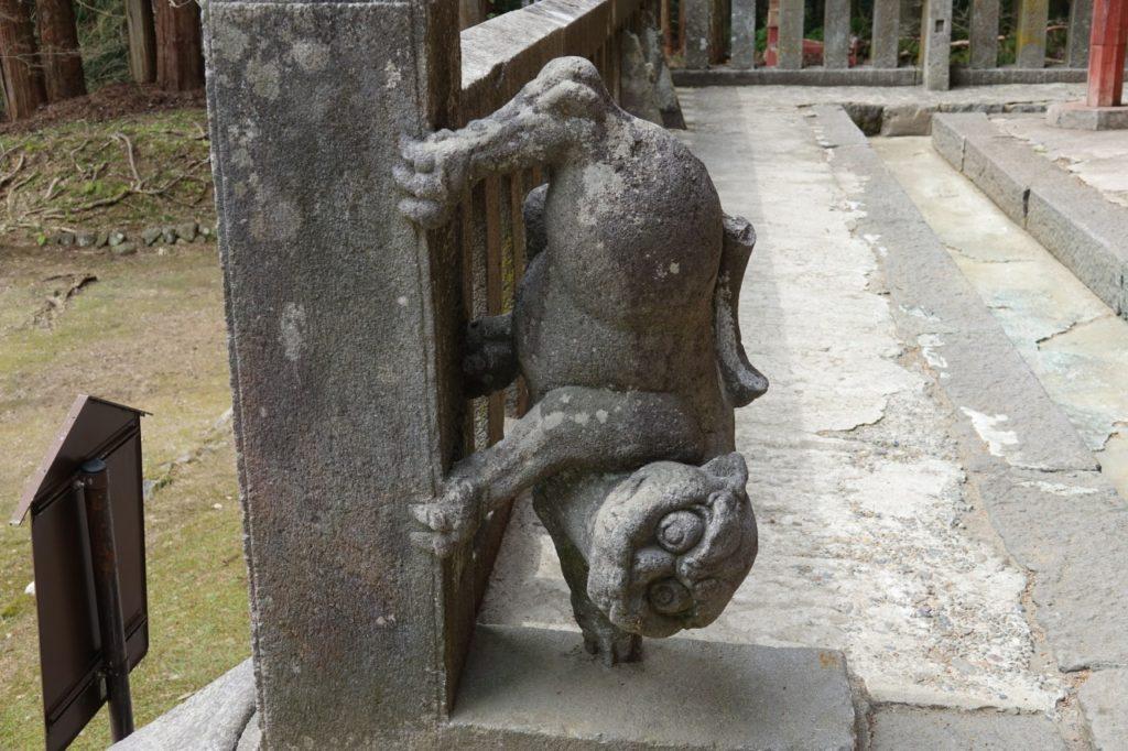 岩木山神社「下向きの狂犬」