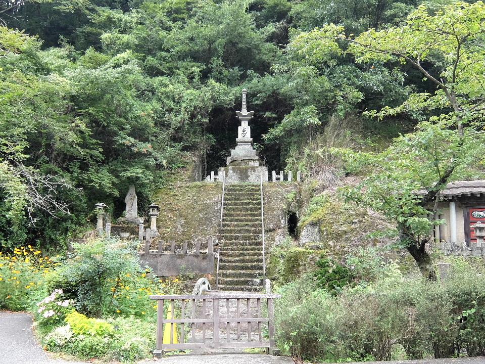 羅漢寺の大宝筐印塔