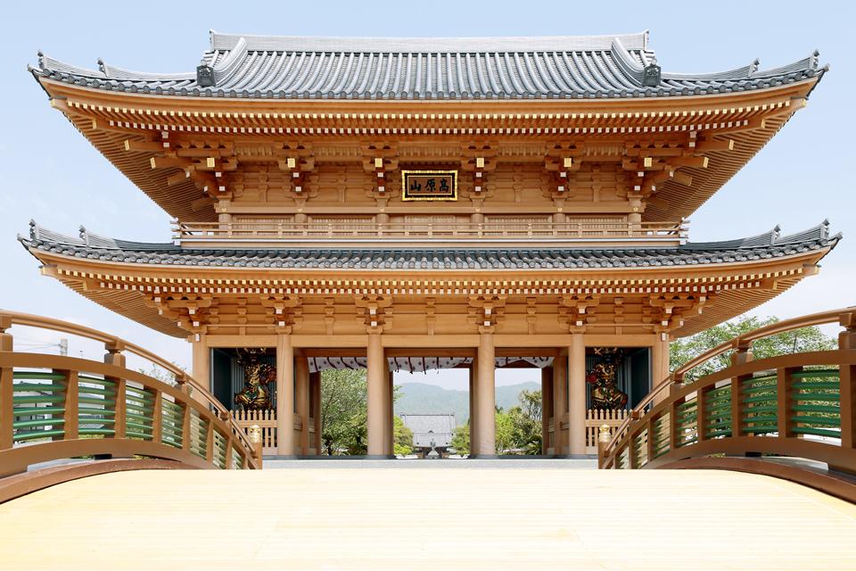 蓮華院誕生寺奥之院の南大門