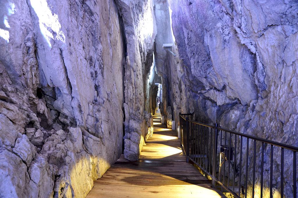 龍泉洞の百間廊下