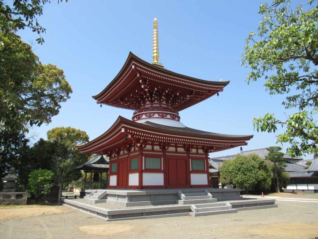蓮華院誕生寺奥之院の多宝塔