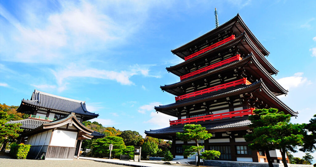 蓮華院誕生寺奥之院の五重塔